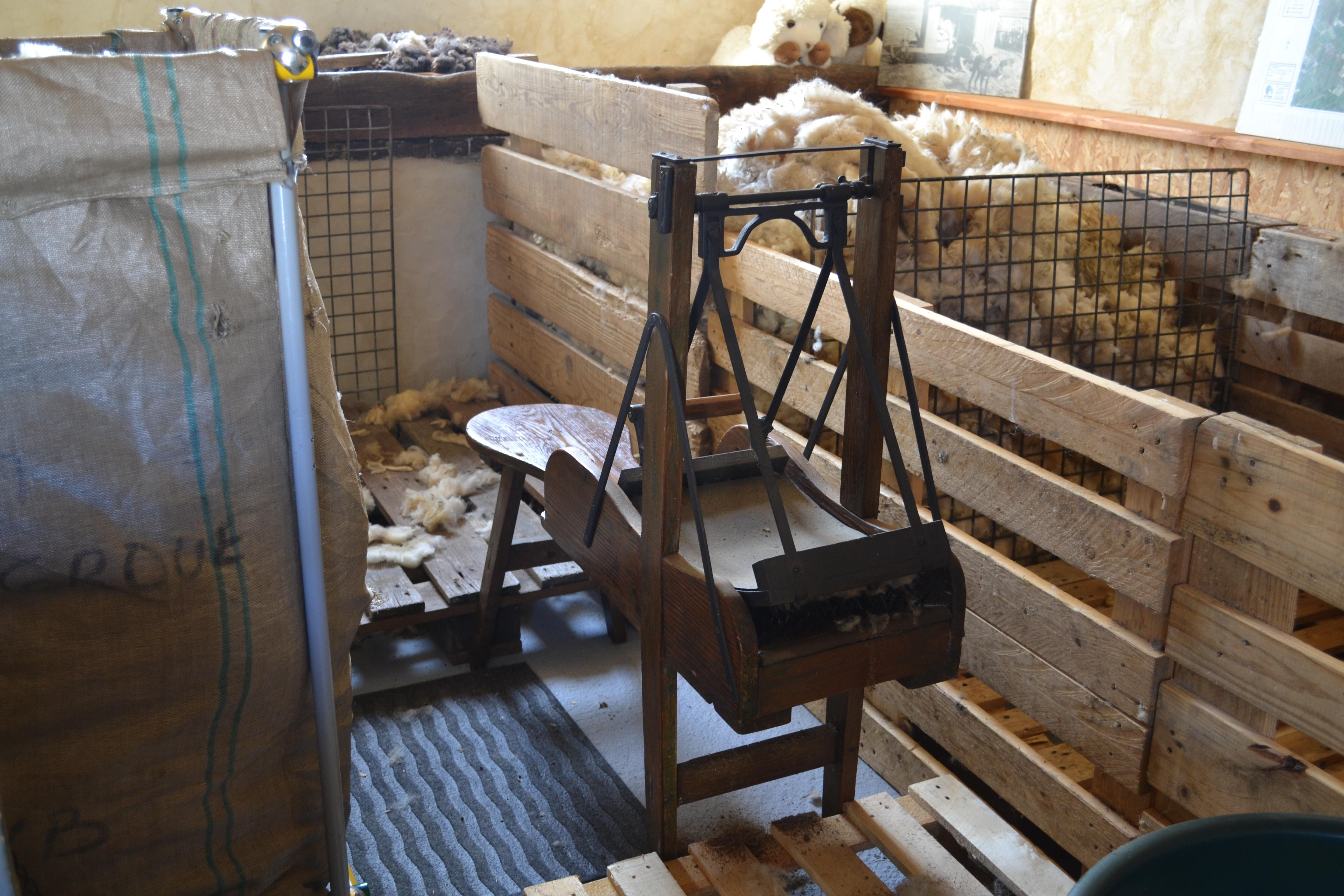 Cardeuse banc balancier atelier pure laine - Atelier a vendre belgique ...